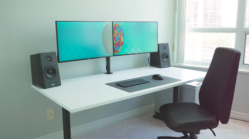 For Me This Dual Monitor Desk Setup Could Give Any Creative Professional A Lot Of E And More Than Enough Screen Real Estate Wide Variety