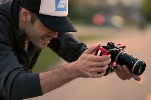 Upcoming BeastGrip Pro Lets You Use SLR Lenses With Your Smartphone