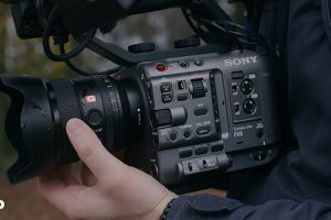 How Does the Sony FX6 Hold Up Against the RED KOMODO, Canon C70 and Sony FX9